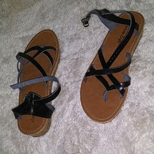 Brown soled, black scrappy sandals for women, 8.5